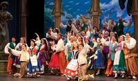 BWW-Reviews-Lamplighters-THE-GONDOLIERS-Brings-the-Familiar-Sounds-and-Humor-of-Gilbert-and-Sullivan-20010101