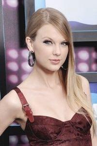 Taylor-Swift-Honored-with-Symphony-Ball-Harmony-Award-20010101