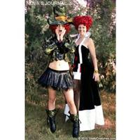 Alice-in-Wonderland-Costumes-Grow-to-New-Heights-at-TotallyCostumescom-20010101