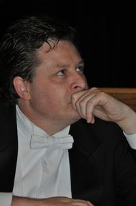 Tenor Anthony Kearns Sings Across The U.S. in Early 2012