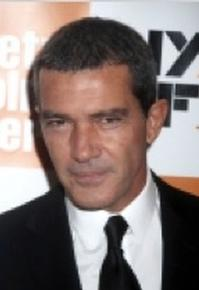 Antonio Banderas, Melanie Griffith to Produce AMERICAN HOUSEWIFE Pilot for Lifetime