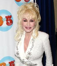 Dolly-Parton-Hopes-to-Bring-Autobiographical-Musical-to-Broadway-20010101