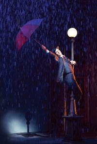 Review-Roundup-SINGIN-IN-THE-RAIN-20010101