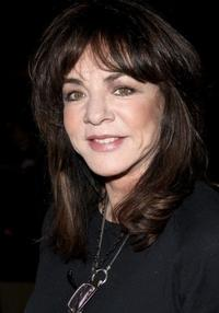 Stockard-Channing-Returns-to-OTHER-DESERT-CITIES-Following-Knee-Surgery-20010101
