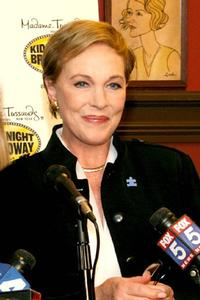 Julie-Andrews-to-Host-FROM-VIENNA-THE-NEW-YEARS-CELEBRATION-20010101