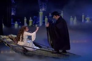 STAGE TUBE: Sierra Boggess & Ramin Karimloo Sing 'The Phantom of the Opera' at 25th Anniv. Concert