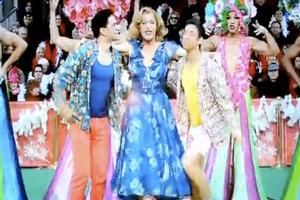 STAGE TUBE: PRISCILLA, QUEEN OF THE DESERT Boogies in Macy's Day Parade!