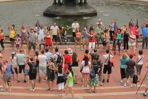 STAGE TUBE: MEMPHIS Holds Flash Mob at Bethesda Fountain!