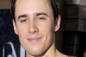STAGE TUBE: Reeve Carney on SPIDER-MAN, Britney Spears and More!