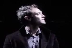 STAGE TUBE: On This Day 12/29 - Jude Law