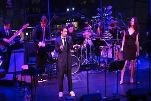 BWW TV: Lin-Manuel Miranda & Mandy Gonzalez Perform 'Empire State Of Mind' at AMERICAN SONGBOOK!
