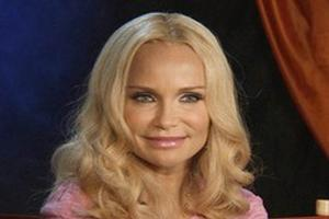 STAGE TUBE: Kristin Chenoweth on the Subject Matter of GCB