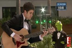 STAGE TUBE: Darren Criss & Kermit the Frog Perform a Duet!