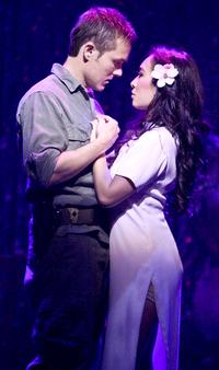 BWW-Reviews-La-Mirada-Presents-Impressive-MISS-SAIGON-Revival-20010101