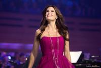 BWW-Reviews-Idina-Menzel-belts-WICKED-RENT-and-More-20010101