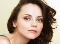 Christina-Ricci-Does-Something-20010101