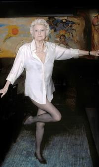 BWW-Reviews-Elaine-Stritch-Sings-All-Sondheim-Show-at-Walt-Disney-Concert-Hall-20010101