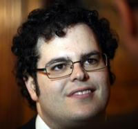 Josh-Gad-to-Leave-BOOK-OF-MORMON-After-June-6-Fan-Performance-20010101