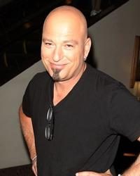 Howie-Mandel-to-Host-New-NBC-Game-Show-20010101