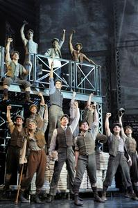 BWW-JR-NEWSIES-Still-Fierce-20000101