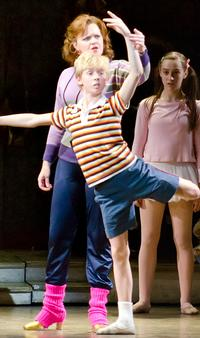 BWW-Reviews-Rousing-BILLY-ELLIOT-Earns-Worthy-Cheers-in-LA-20010101