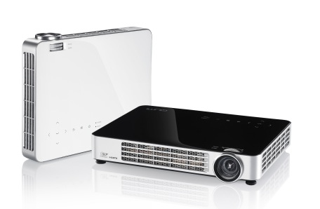 Vivitek Introduces Qumi Q7 LED Pico Projector
