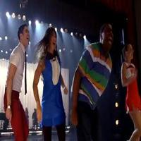 STAGE TUBE: GLEE Covers 'Call Me Maybe' in Season 4 Premiere!