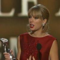 VIDEO: Taylor Swift Wins Pinnacle Award at CMAs