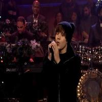 VIDEO: Austin Mahone Performs 'Silent Night' on FALLON