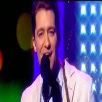 VIDEO: Matthew Morrison Performs Christmas Song Mash-Up on 'This Morning'