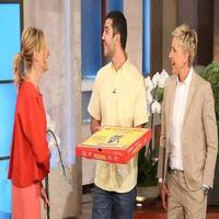 VIDEO: Julia Roberts Surprises Oscar Pizza Delivery Man on ELLEN!