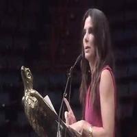 VIDEO: Sandra Bullock Advises Graduates 'Don't Pick Your Nose'