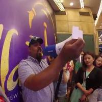 STAGE TUBE: ALADDIN's Tony-Winning Genie James Monroe Iglehart Grants Wishes at Daily Lottery