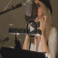 STAGE TUBE: Sneak Peek- Barbra Streisand Duets with Michael Buble on New Album!