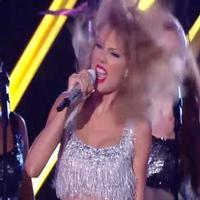 STAGE TUBE: Taylor Swift Embraces Her Inner Awkwardness in SHAKE IT OFF at the VMAs