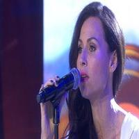 VIDEO: Minnie Driver Performs Elton John Classic from Her Newest Album