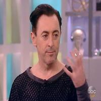 VIDEO: Alan Cumming Talks CABARET, New Memoir & More on 'The View'