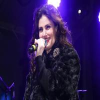 BWW TV: Miss Idina Menzel's Performance at Bloomingdale's Window Unveiling? Watch it Here!
