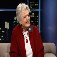 STAGE TUBE: Angela Lansbury Talks BLITHE SPIRIT, Her Career & More on TAVIS SMILEY