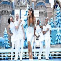 VIDEO: Ariana Grande Sings 'Last Christmas', 'Santa Tell Me' at Disney's FROZEN CHRISTMAS DAY PARADE