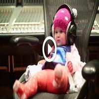 STAGE TUBE: Kelly Clarkson & Daughter Tease New Song!
