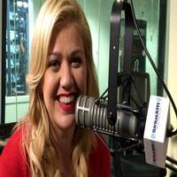 WATCH: Kelly Clarkson Performs Cover of Tracy Chapman's 'Give Me One Reason'