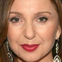 Donna Murphy Talks New VH1 Series HINDSIGHT