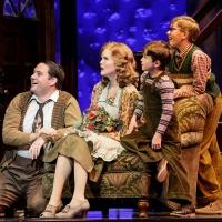 BWW Reviews: 5th Avenue's A CHRISTMAS STORY Comes Home to Find Its Heart