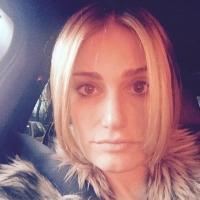 Idina Menzel Shows Off Striking New Icy Blonde Look
