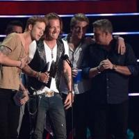 Luke Brian, Carrie Underwood Among Big Winners at 2014 CMT MUSIC AWARDS; Full List of Winners