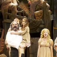 BWW Reviews: Miraculous LES MISERABLES Lights up Skylight's Stage