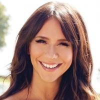 Jennifer Love Hewitt Collaborates With A Pea In The Pod