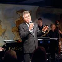 BWW Reviews: Steve Tyrell's 10th Anniversary Holiday Season Show at Caf� Carlyle Is Appetizing, But Ultimately Unfulfilling