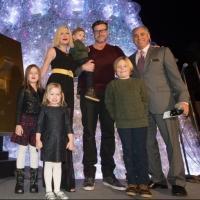 Photo Flash: Tori Spelling, Dean McDermott and Family Join Christmas Tree Lighting at The Venetian Photos